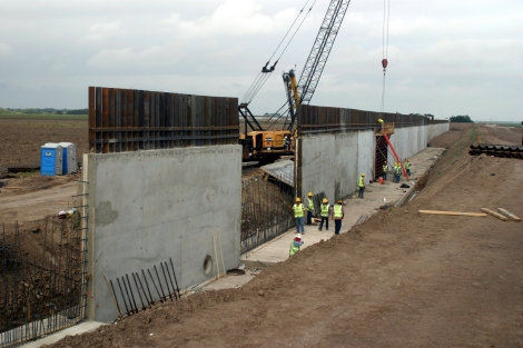 border-wall-segment-south-of-weslaco-texas-10-12-08