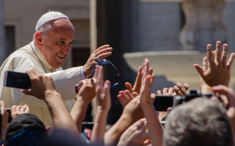 Pope_Francis_waving